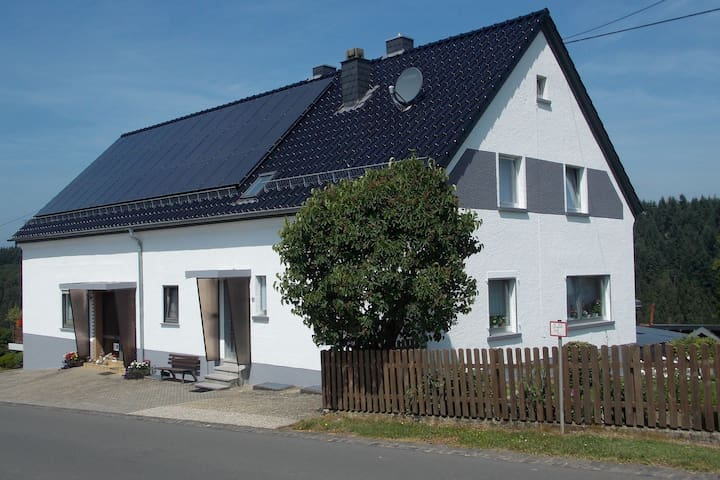Üdersdorf-Tettscheid的民宿