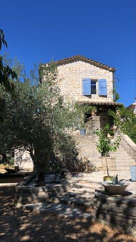 Pompignan的民宿