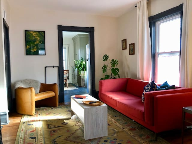 Sunny 1 bed in popular NE MPLS, 10 min to Downtown
