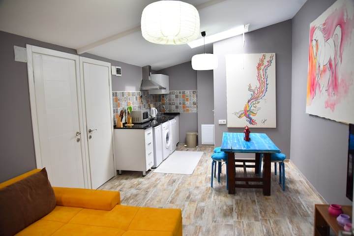 Vavilla Apartment Yellow