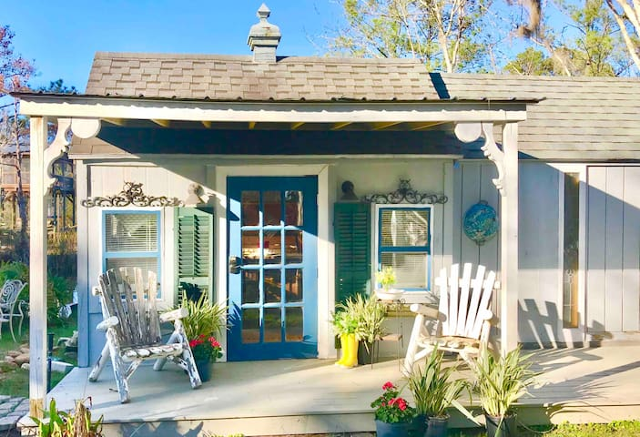 A🏡 Waterfront Tiny House, dock,Canoe,mins to beach