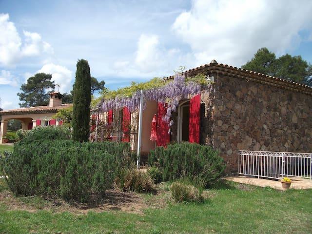 Roquebrune-sur-Argens的民宿
