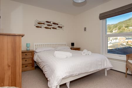 In the heart of Ventnor, minutes from the beach