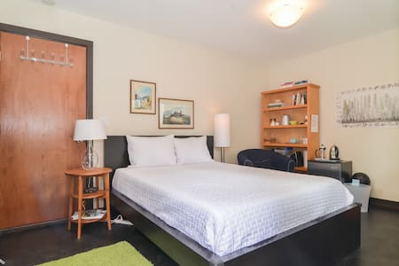 Beautiful Guest Suite for 2 in Ballard