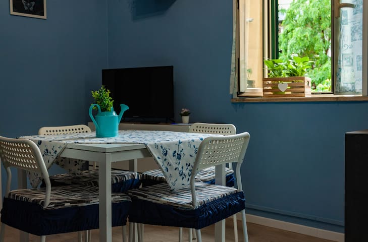 A small blue apartment in the heart of Vomero