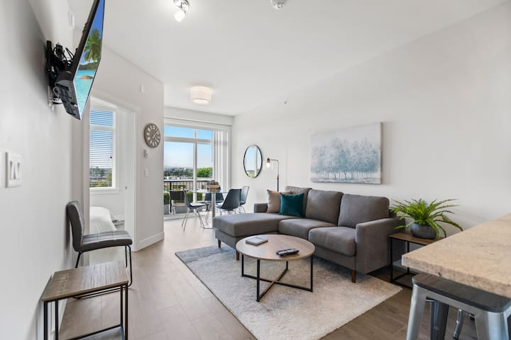 Immaculate Brand New Top Floor 2 Bed 2 BathCondo