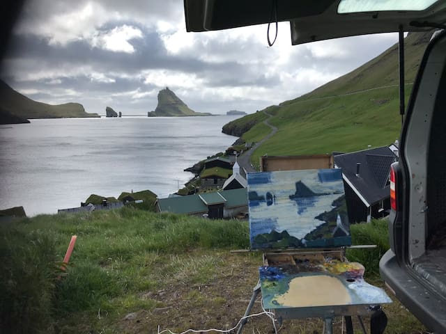 Amazing view to Tindhólmur from cosy village Bøur
