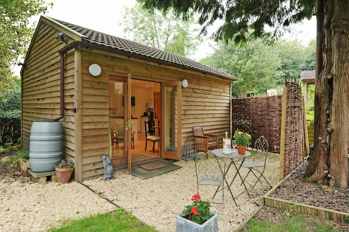 The Garden Room, rural Nr Bath
