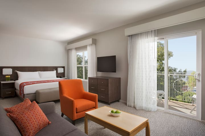 Spacious Suite with Kitchen