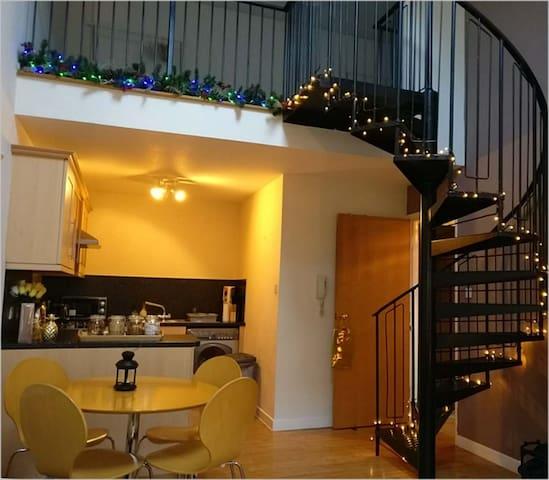 ☆New Spacious Mezzanine-Level Penthouse + Parking☆