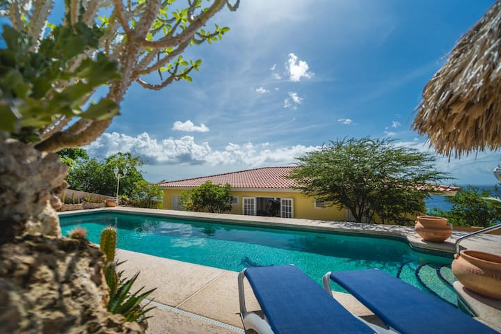 Villa Cariblue with 180° seaview and big MAGNAPool