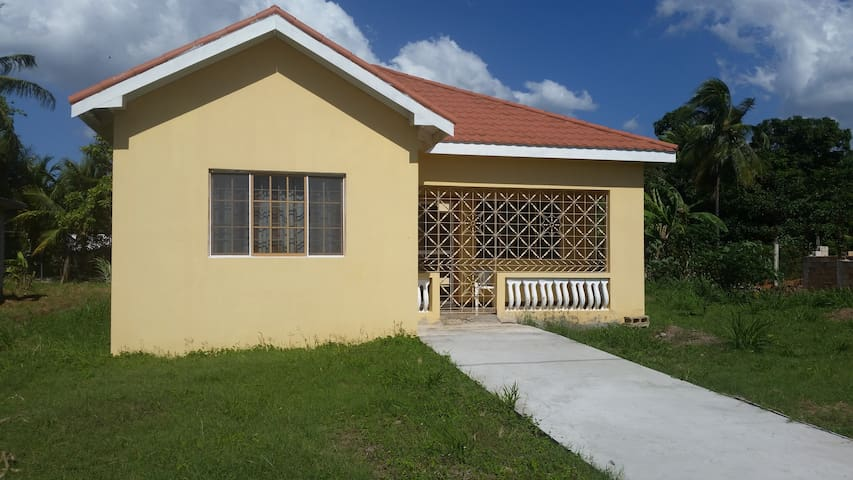 ★Comfy, convenient, spacious 2 bedroom house★