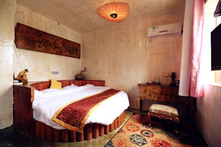 半日闲 · 誓言 · 2.2米 复古 浴缸 圆床房 23㎡