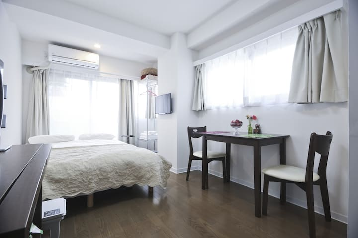 Stunning Location Clean and Bright #2/Monthly APT