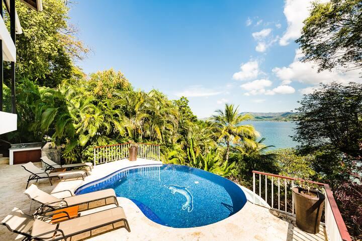 Incredible Villa with Private Access to Beach Cove!