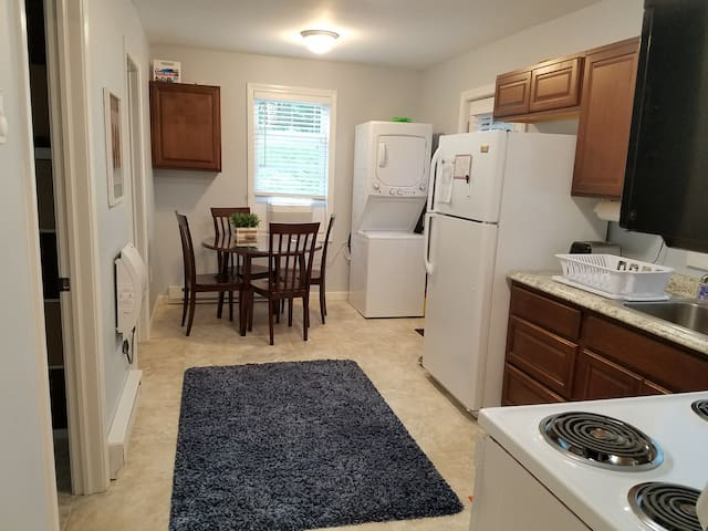Hillside Retreat - Steps from the UConn campus