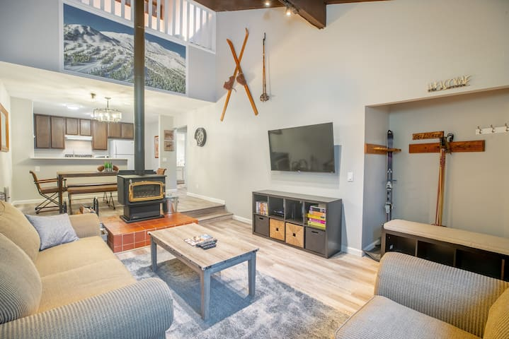 Modern Charming Townhome - Sleeps up to 10