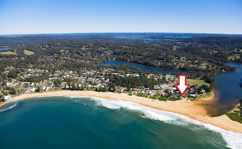 """SANDY CORNER"" Beach / Lake Front"