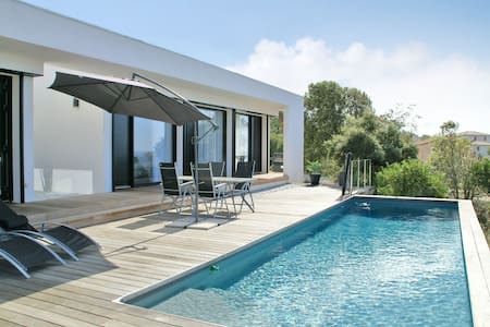 Spacious and luxury Villa in Albitreccia with Swimming Pool and panoramic view