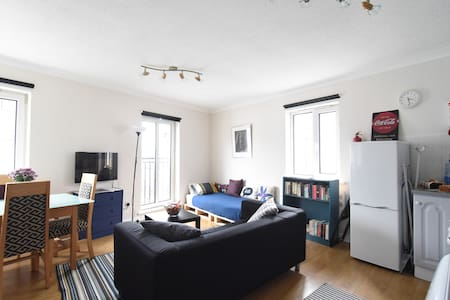 Galway City - Central Clean & Stylish Townhouse