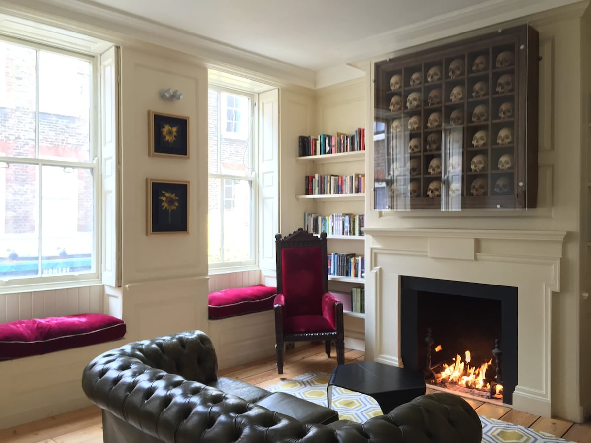 Whole beautiful apartment in the heart of Soho