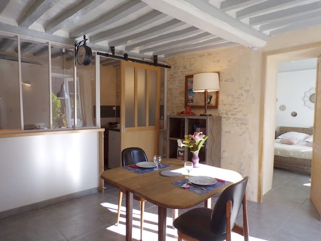 Ver-sur-Mer的民宿