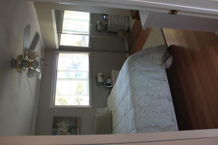 Room for rent in Gardena, CA