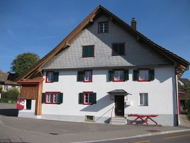 Nürensdorf的民宿