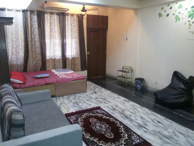 PRIVATE ROOM IN ANDHERI WEST ..FOUR BUNGLOWS