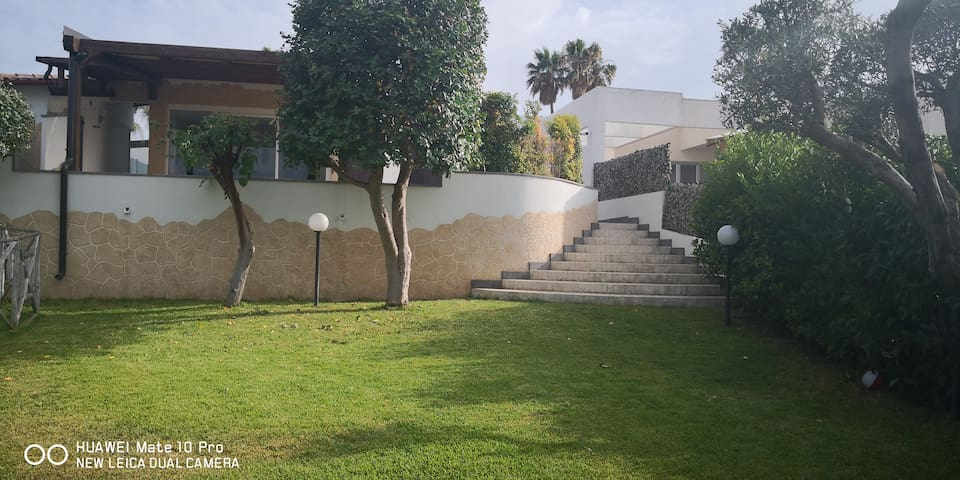 Villa Relax  giardino a Brucoli  Siracusa/Catania