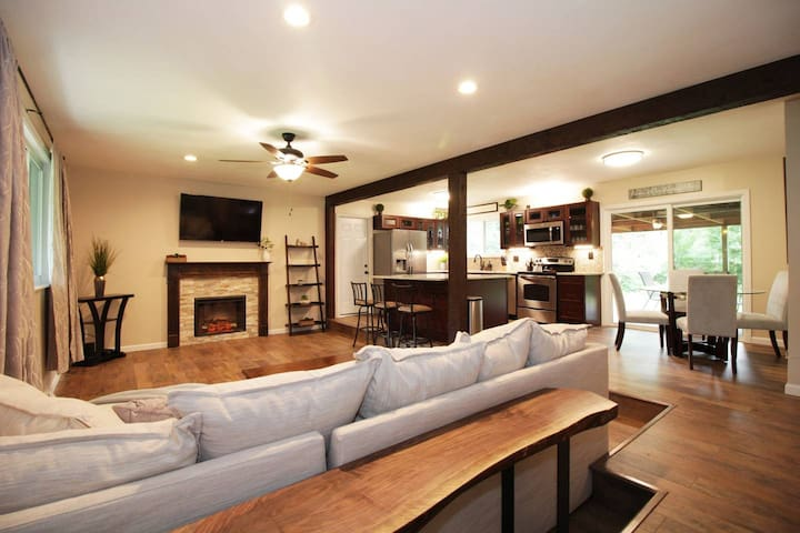 Suite Serenity- Near WPAFB, WSU, Shop, Dine, Hwy!
