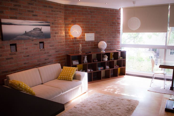 Super apartment for 4, Greenpoint, walk everywhere