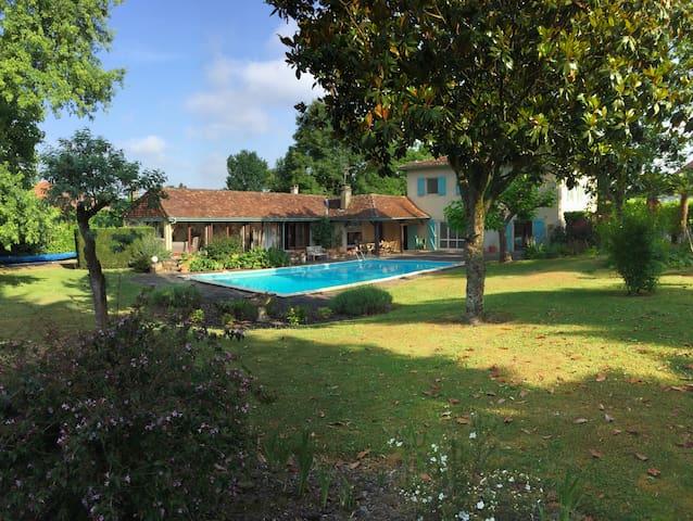 Sauveterre-de-Béarn的民宿