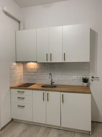Ultracentral small studio (1 or 2 persons)