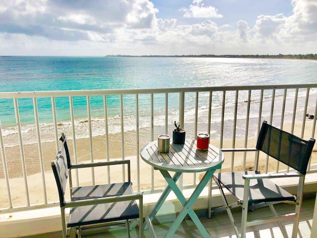 Sheila Beachfront Apartment with balcony