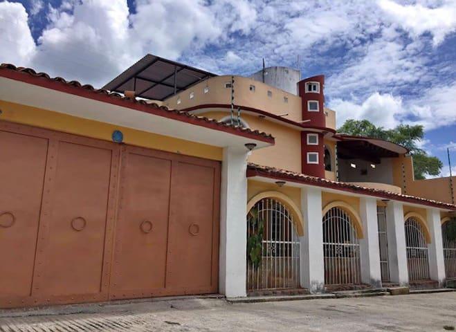 Ciudad Altamirano的民宿