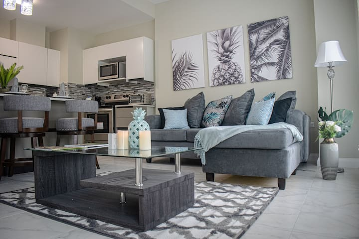 Chic Cozy Condo @The Lofts ~Across from National🏟