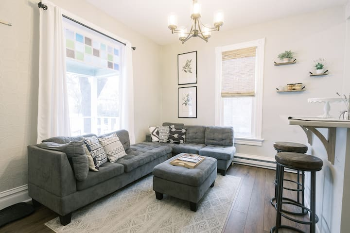 The Flat on 5th, only 5 blocks to Downtown!