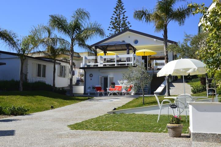 Villaggio Mosè的民宿