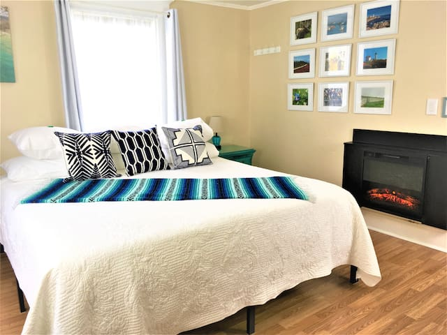 Romantic Historic King Bed/Fireplace-Lobster Theme