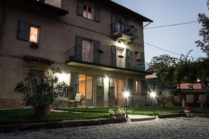 Camerano Casasco的民宿