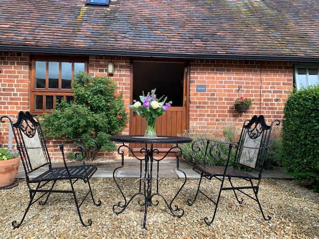 Dog Friendly Boutique Barn with Patio & Paddock