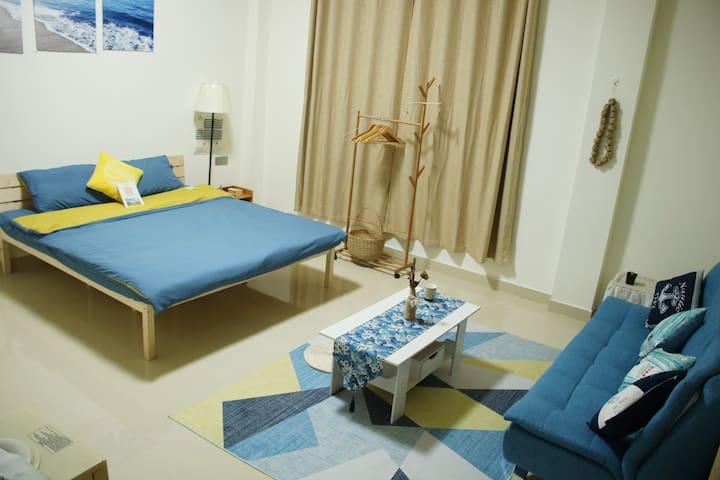 靠近万泉河畔,环境优美,房间舒适,有家庭影院