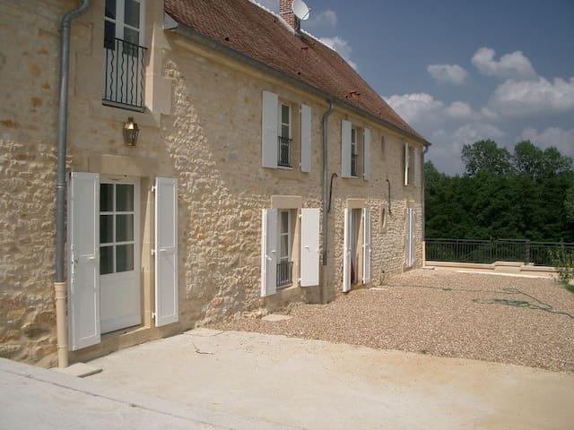 Merry-sur-Yonne的民宿