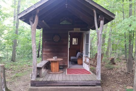 Hemlock Hideaway-Rustic Cabin on the Grand River