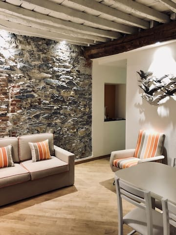 Mattia's House. Relax in a building 010054LTO408