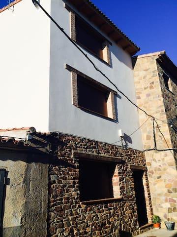 Castejón de Tornos的民宿