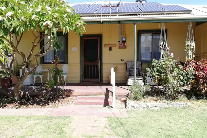 100 year old  Busselton Cottage near town & beach