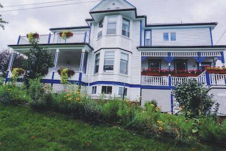 Bonnyman House Tatamagouche - Blue Room