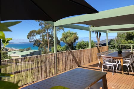 Stunning family home -Amazing views -Central Lorne